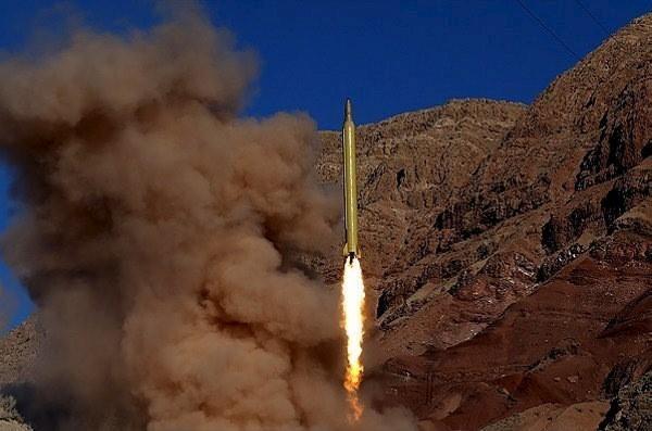 Iran phóng tên lửa đạn đạo ngày 9-3-2016. Ảnh: REUTERS