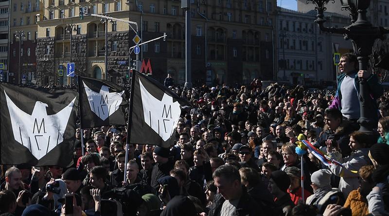 Hàng ngàn người biểu tình tại thủ đô Moscow (Nga) ngày 26-3. Ảnh: SPUTNIK