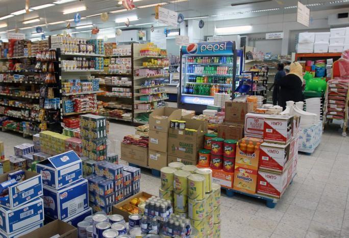 Hàng hóa trong một siêu thị ở Doha (Qatar) ngày 7-6. Ảnh: REUTERS