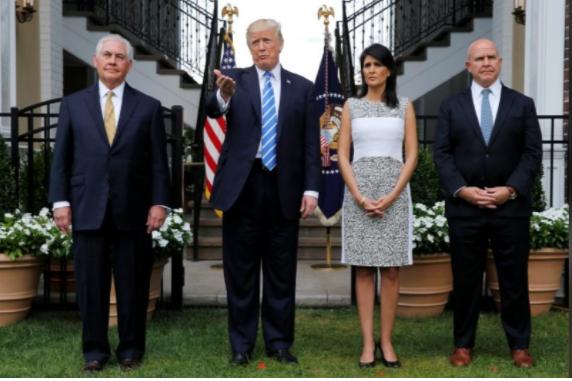 Từ trái sang: Ngoại trưởng Rex Tillerson, Tổng thống Donald Trump, đại sứ Mỹ tại LHQ Nikki Haley, Cố vấn An ninh Quốc gia H.R. McMaster họp báo sau cuộc họp ở New Jersey (Mỹ) ngày 11-8. Ảnh: REUTERS