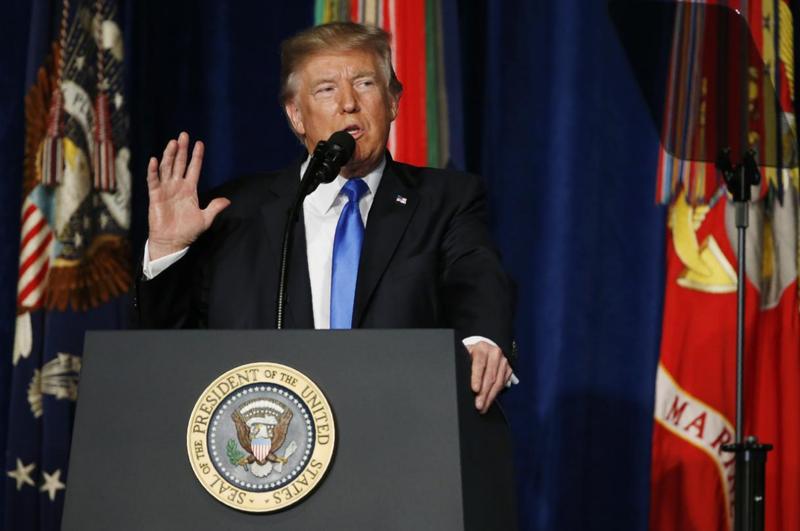 Tổng thống Mỹ Trump thông báo chính sách với Afghanistan tại căn cứ Myer-Henderson Hall, Virginia (Mỹ) đêm 21-8. Ảnh: REUTERS
