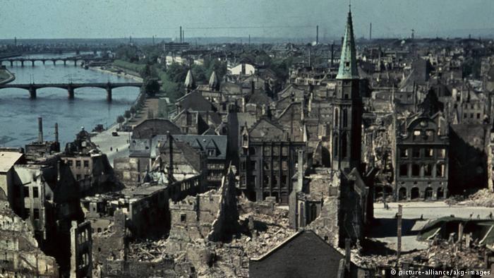 TP Frankfurt bị bom tàn phá thời Thế chiến thứ 2. Ảnh: DW