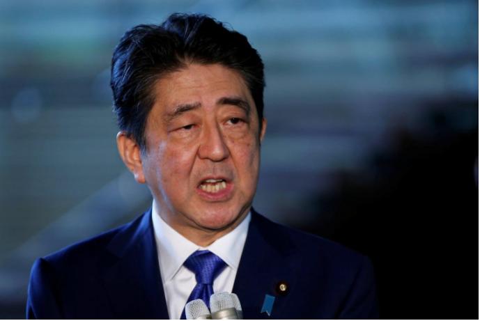 Thủ tướng Nhật Shinzo Abe họp báo về vụ phóng tên lửa của Triều Tiên ngang qua lãnh thổ Nhật sáng 15-9. Ảnh: REUTERS