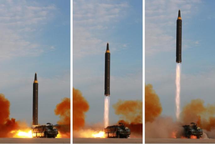 Triều Tiên phóng tên lửa Hwasong-12 ngang qua Nhật ngày 15-9. Ảnh: KCNA