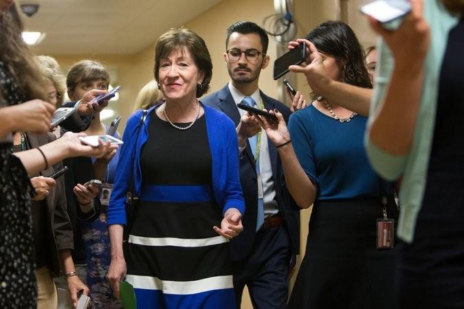 Thượng nghị sĩ Cộng hòa Susan Collins (giữa), từng bỏ phiếu phản đối dự luật trong hồi tháng 7. Ảnh: NEW YORK TIMES