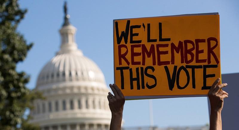 Biểu tình phản đối hủy bỏ Obamacare tại Mỹ. Ảnh: GETTY IMAGES