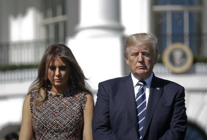 Vợ chồng Tổng thống Mỹ Donald Trump tưởng niệm nạn nhân vụ xả súng Las Vegas, ngày 2-10 từ Nhà Trắng. Ảnh: AP