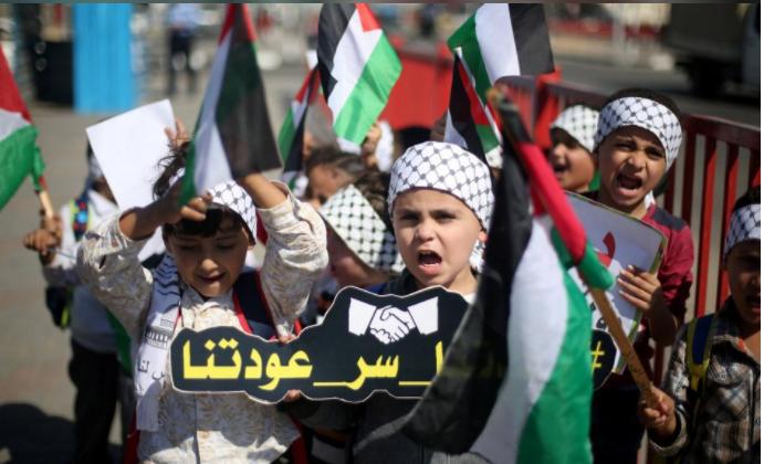 Hamas đã kiểm soát dải Gaza trong một thập niên. Trẻ em Palestine ở dải Gaza ăn mừng thỏa thuận hòa giải giữa Hamas và Fatah. Ảnh: REUTERS