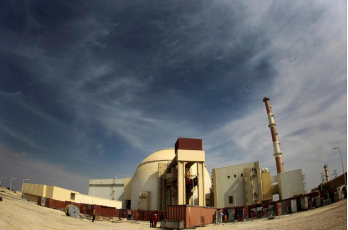 Nhà máy hạt nhân Bushehr của Iran, cách thủ đô Tehran 1.200km. Ảnh: REUTERS