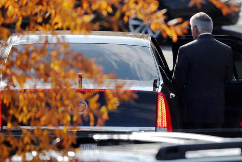 Ngoại trưởng Tillerson rời Nhà Trắng sau cuộc gặp với Tổng thống Donald Trump ngày 30-11. Ảnh: REUTERS