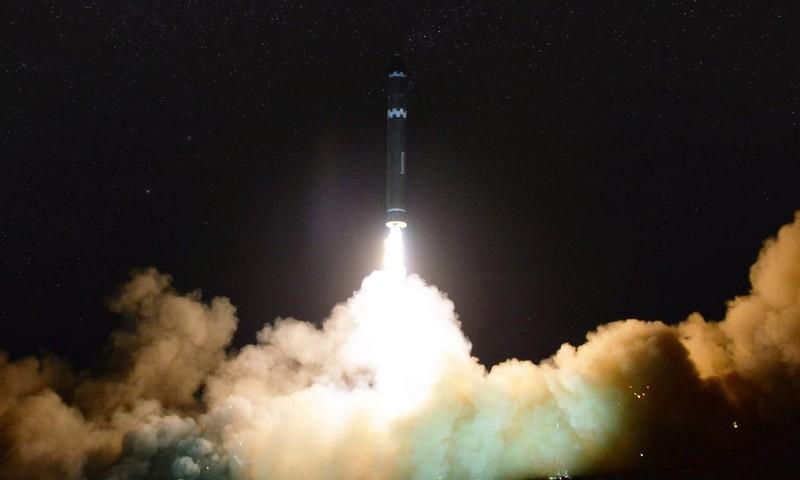 Tên lửa ICBM Hwasong-15 được Triều Tiên phóng ngày 29-11. Ảnh: KCNA
