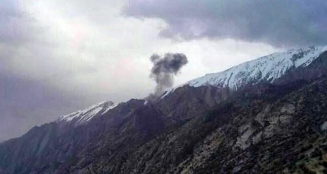 Cột khói đen lớn xuất hiện sau khi máy bay rơi. Ảnh: SABAH