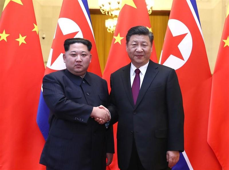 Chủ tịch Trung Quốc Tập Cận Bình (phải) tiếp lãnh đạo Triều Tiên Kim Jong-un tại Đại lễ đường nhân dân Bắc Kinh. Ảnh: THX