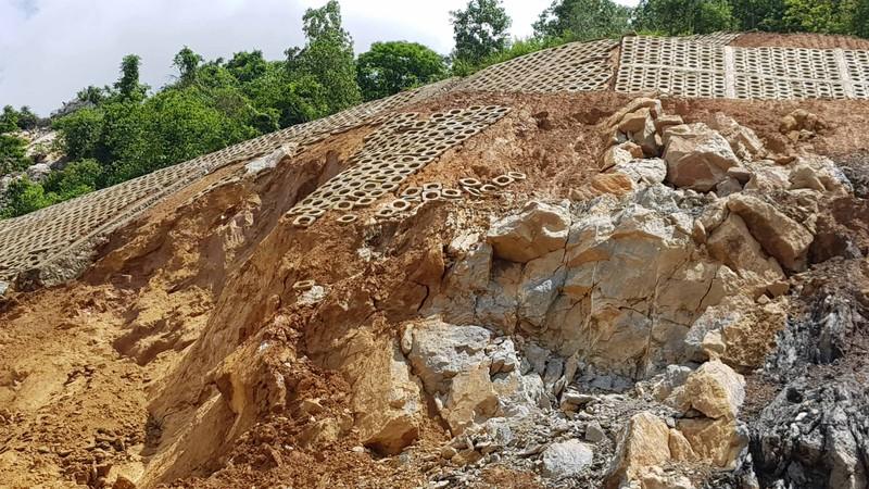 Cận cảnh cao tốc Hạ Long-Vân Đồn sạt lở sau mưa - ảnh 2