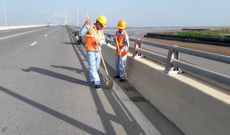 Cầu vượt biển dài nhất Việt Nam nghi bị rải đinh liên tiếp - ảnh 1