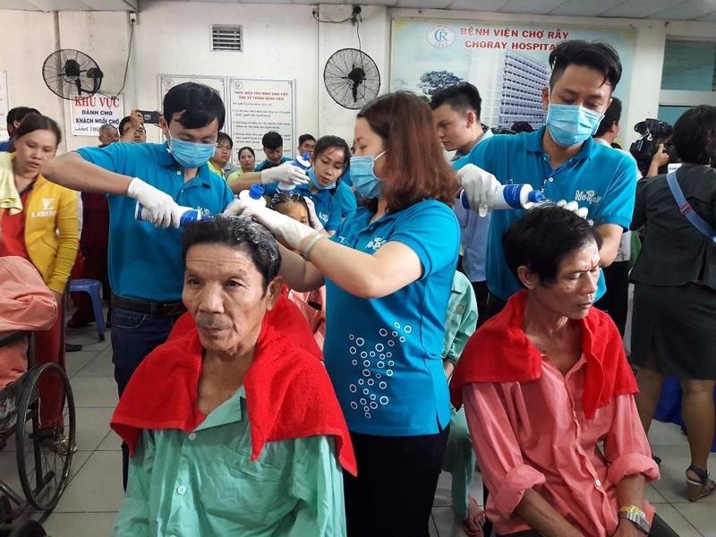 Chương trình cắt tóc, gội đầu cho bệnh nhân