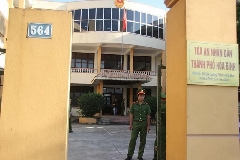 Siết chặt an ninh tại phiên xử bác sĩ Hoàng Công Lương - ảnh 1