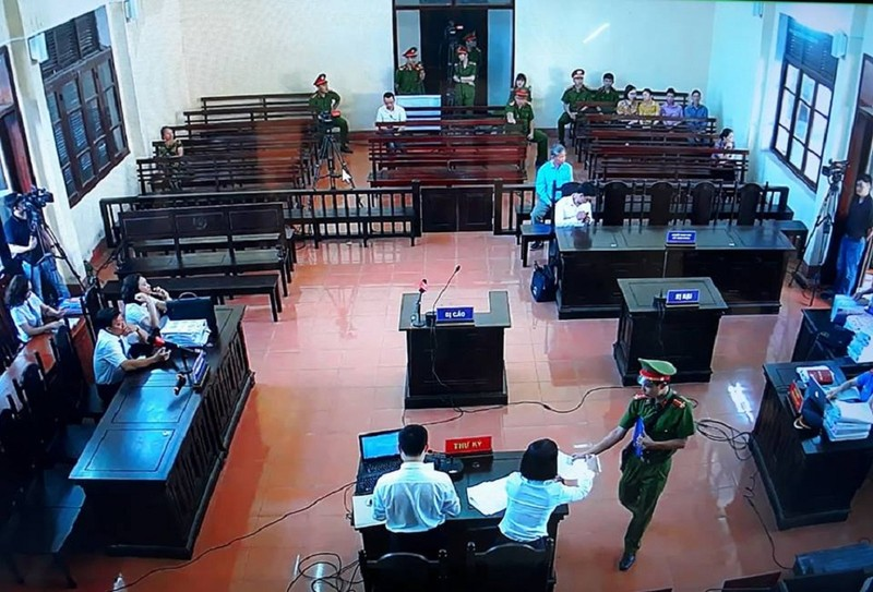 Siết chặt an ninh tại phiên xử bác sĩ Hoàng Công Lương - ảnh 3