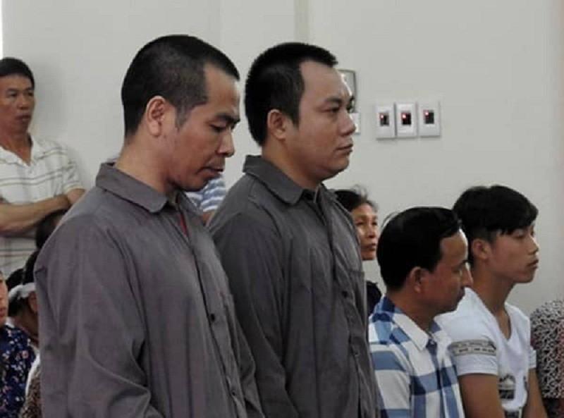 Vụ lùi xe trên cao tốc 4 người chết: Vợ bị cáo nộp 2000 chữ ký - ảnh 1