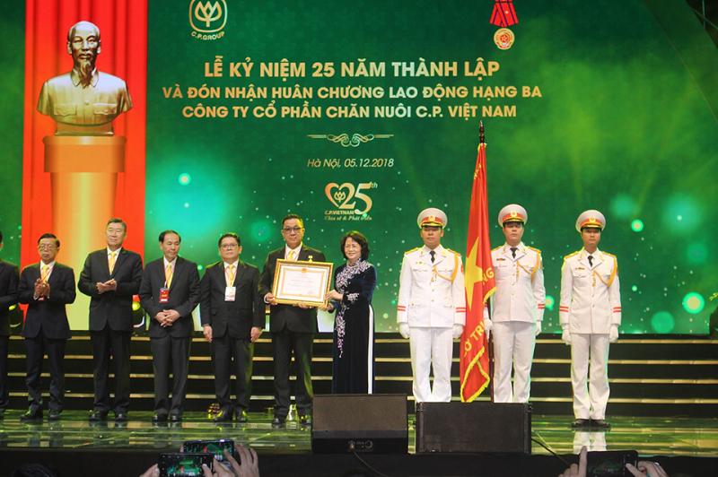 C.P. Việt Nam đón nhận huân chương Lao động hạng III - ảnh 1