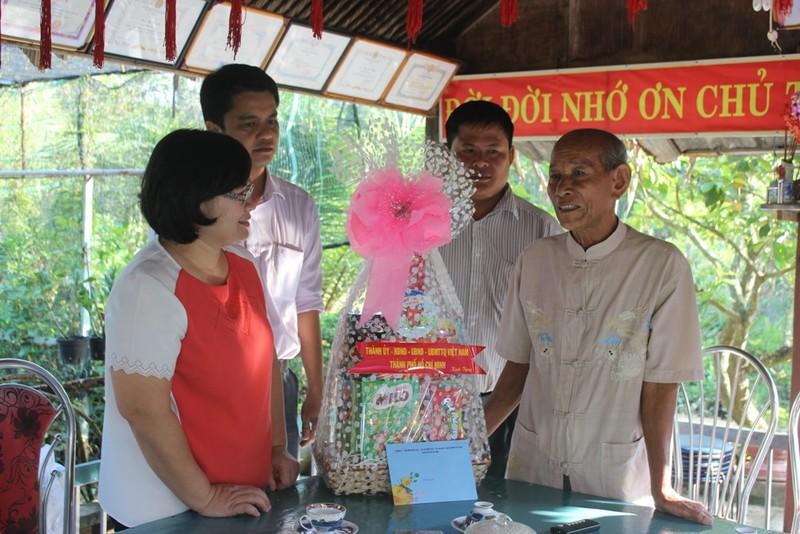 Lãnh đạo thành phố chúc Tết mẹ Việt Nam anh hùng - ảnh 2
