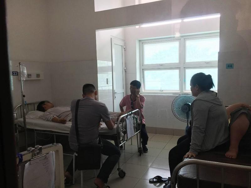 2 'hiệp sĩ' gắng chở nhau đến bệnh viện sau khi bị đâm - ảnh 3