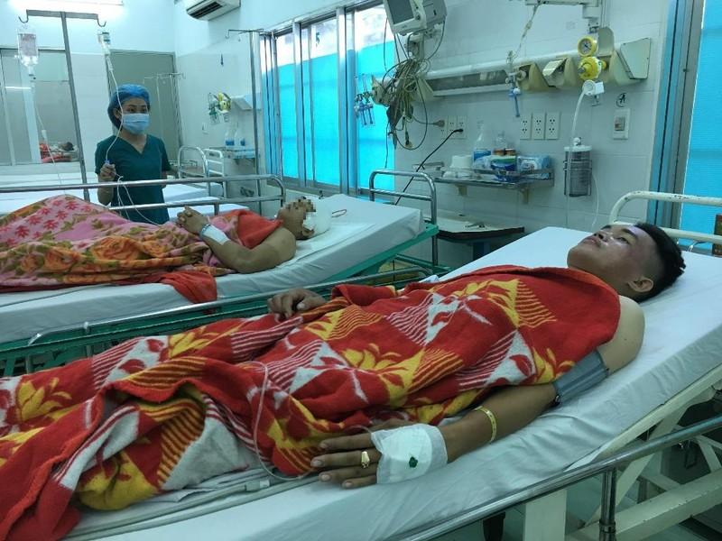 2 'hiệp sĩ' gắng chở nhau đến bệnh viện sau khi bị đâm - ảnh 2