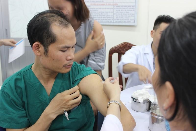 Bác sĩ cũng sợ đau khi được chích ngừa cúm  - ảnh 3