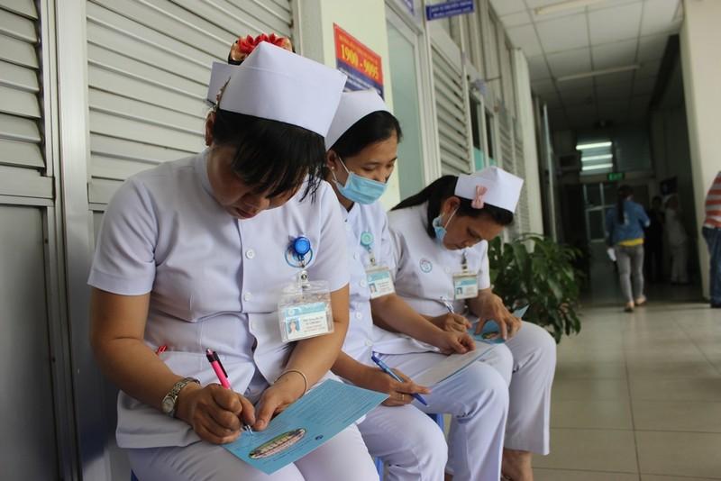 Bác sĩ cũng sợ đau khi được chích ngừa cúm  - ảnh 4