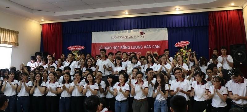 Trao 102 suất học bổng Lương Văn Can cho sinh viên xuất sắc - ảnh 2