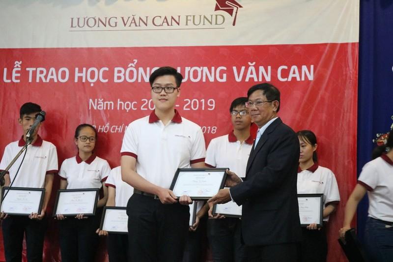 Trao 102 suất học bổng Lương Văn Can cho sinh viên xuất sắc - ảnh 1
