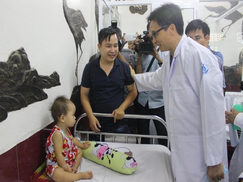 Phó Thủ tướng cám ơn các y, bác sĩ vất vả chống dịch - ảnh 1