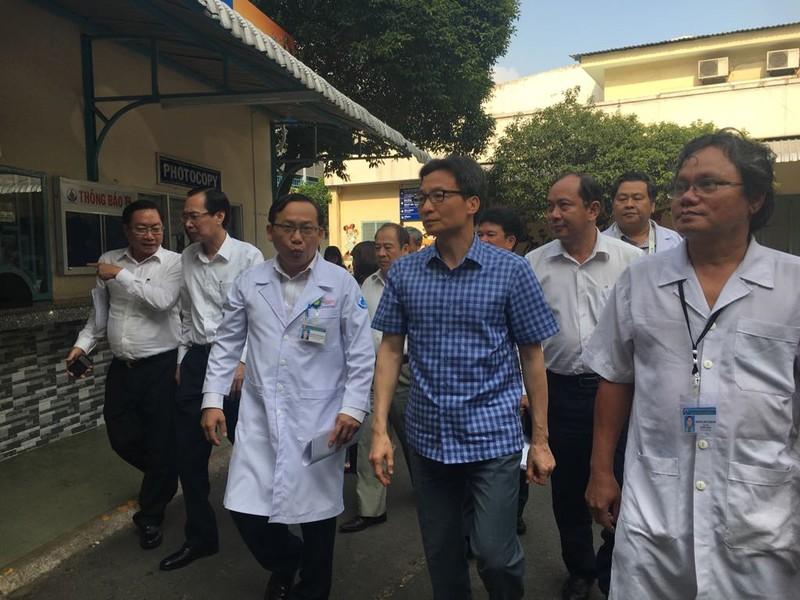 Phó Thủ tướng cám ơn các y, bác sĩ vất vả chống dịch - ảnh 2