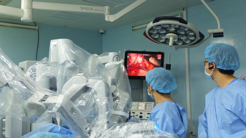 Phẫu thuật robot cứu thai phụ song sinh  - ảnh 1