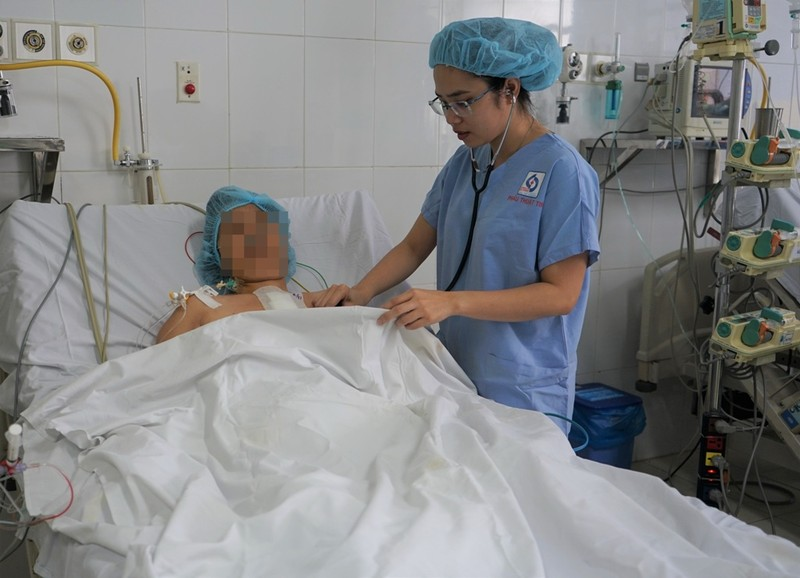 Thoát chết vì người nhà đồng ý phẫu thuật vào phút cuối - ảnh 1