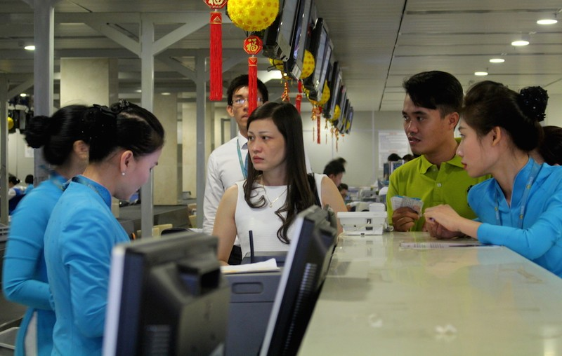 Sân bay Tân Sơn Nhất chiều cuối năm đông nghẹt - ảnh 7