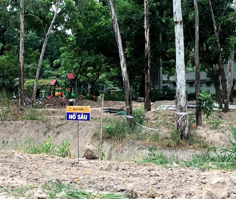 Hố sâu Công viên Gia Định đã được rào chắn - ảnh 5