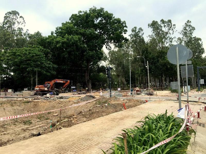 Hố sâu Công viên Gia Định đã được rào chắn - ảnh 1