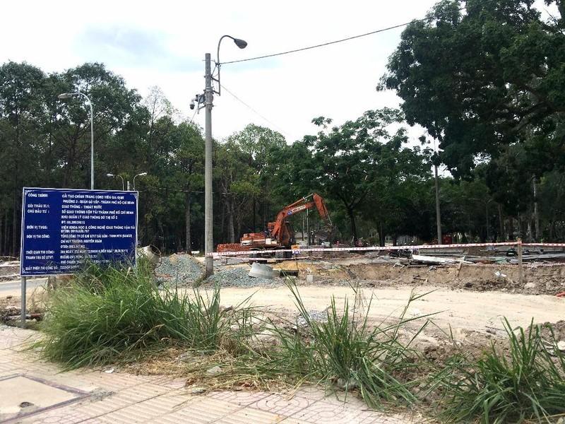 Hố sâu Công viên Gia Định đã được rào chắn - ảnh 2