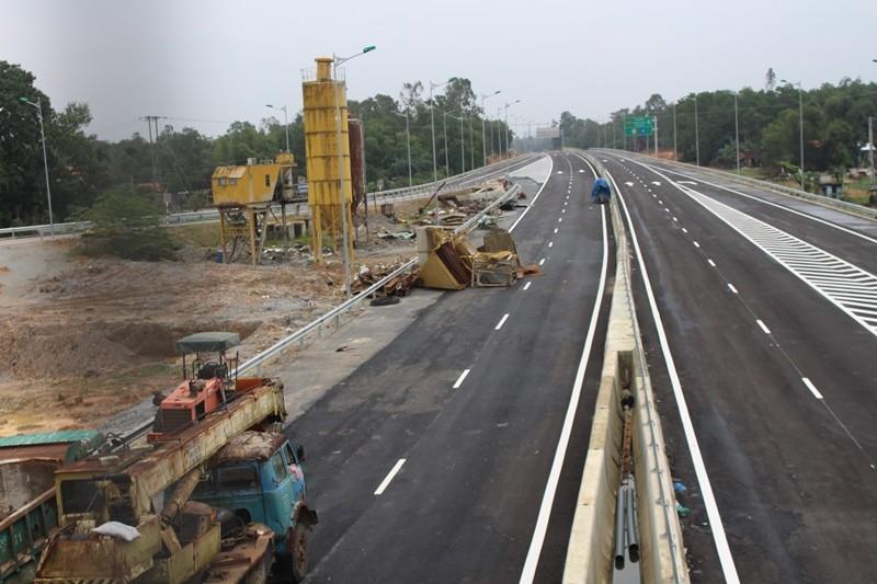 Xe 10 tấn tạm dừng lưu thông trên cao tốc Quảng Nam - ảnh 2