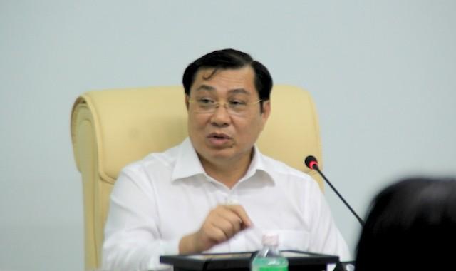Ông Huỳnh Đức Thơ, Chủ tịch UBND TP Đà Nẵng bức xúc vì việc xử lý nước thải tại bãi rác Khánh Sơn của Công ty Quốc Việt thất bại. Ảnh: LÊ PHI.