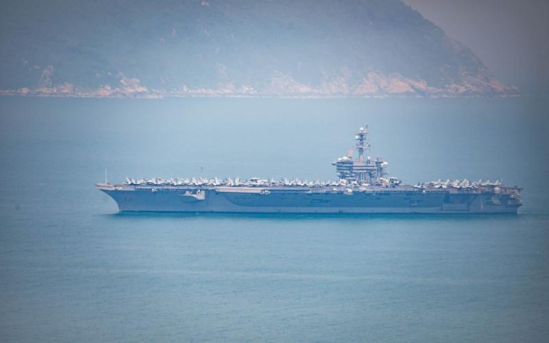 Tàu sân bay USS Carl Vinson đã neo tại vịnh Đà Nẵng - ảnh 2