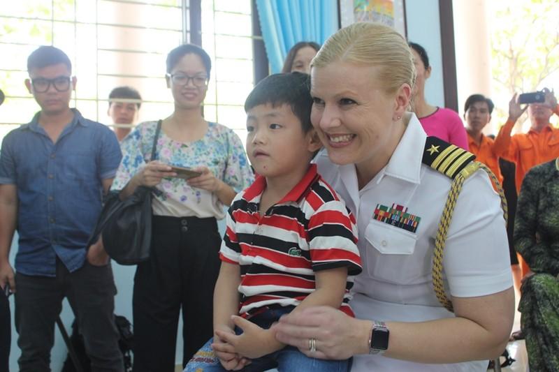 Những hình ảnh siêu dễ thương của hải quân Mỹ ở Đà Nẵng - ảnh 6