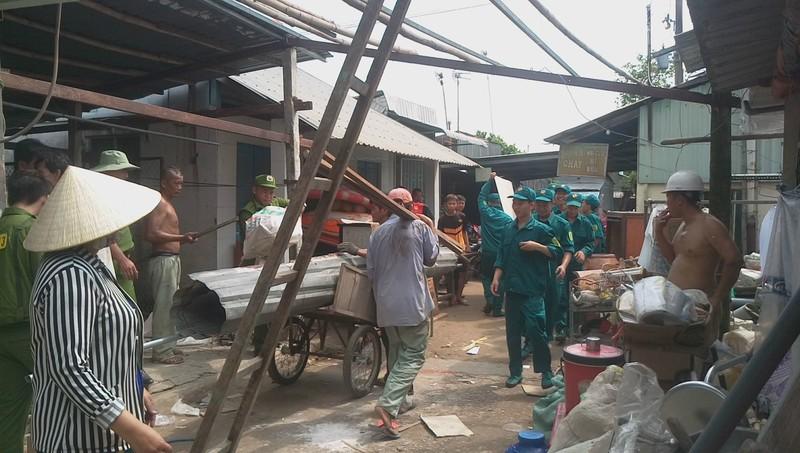 5 căn nhà bờ sông Ô Môn bị sụp xuống sông - ảnh 4