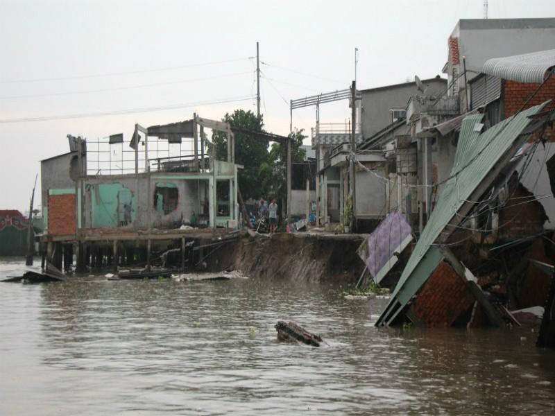 Cần Thơ: Nhiều người không còn nhà do sạt lở bờ sông - ảnh 1