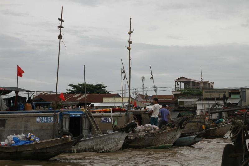 Bồng bềnh trên sông nước ngắm chợ nổi Cái Răng - ảnh 4
