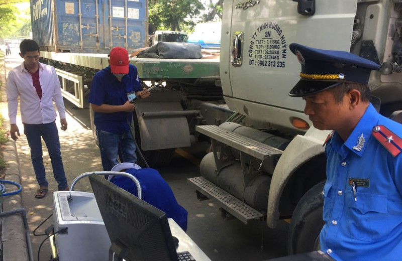 TP.HCM kiểm tra gắt khói xe tải, xe buýt  - ảnh 6