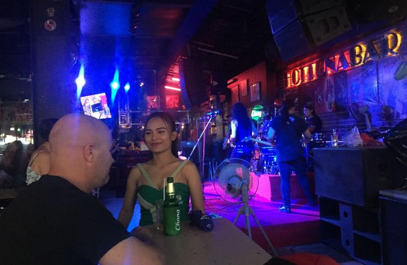 Những chuyện trên trời, dưới đáy ở phố đi bộ Pattaya Thái Lan - ảnh 12