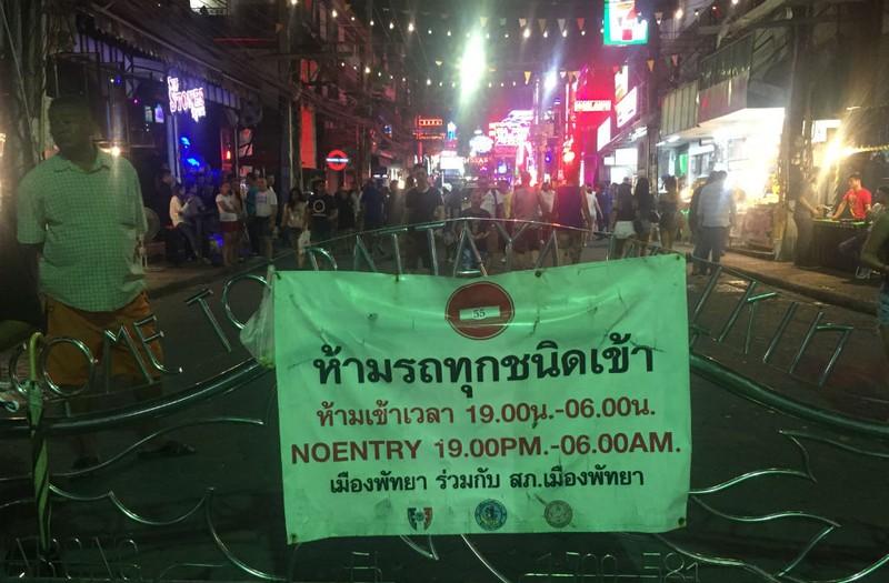 Những chuyện trên trời, dưới đáy ở phố đi bộ Pattaya Thái Lan - ảnh 5