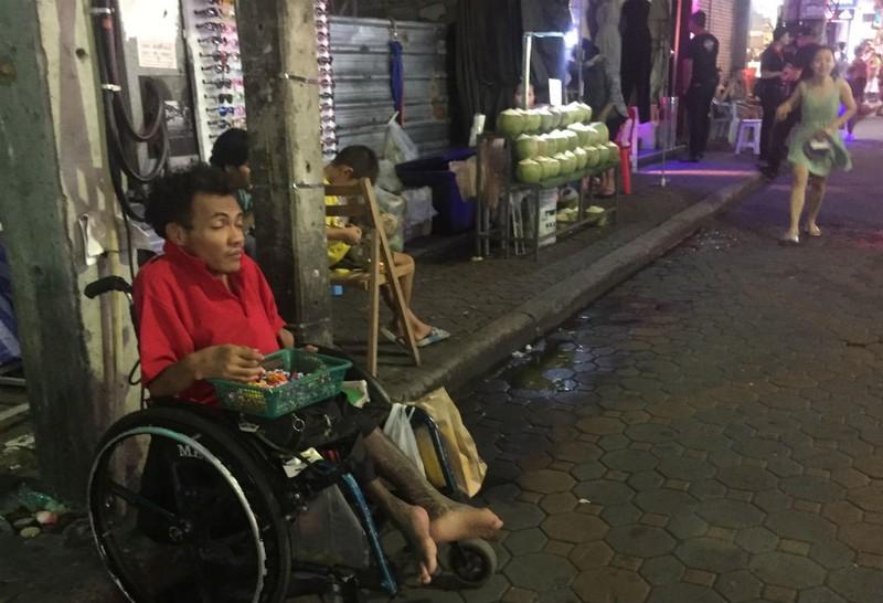 Những chuyện trên trời, dưới đáy ở phố đi bộ Pattaya Thái Lan - ảnh 16